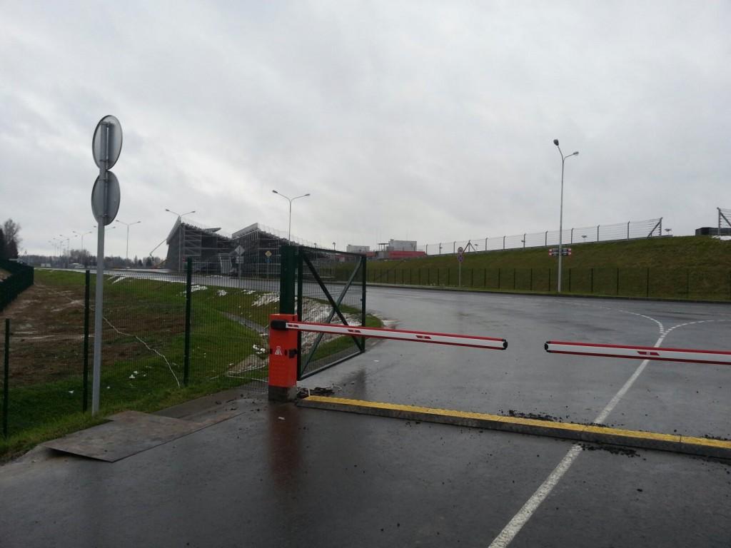 Шлагбаумы на трассе Moscow Raceway (1)