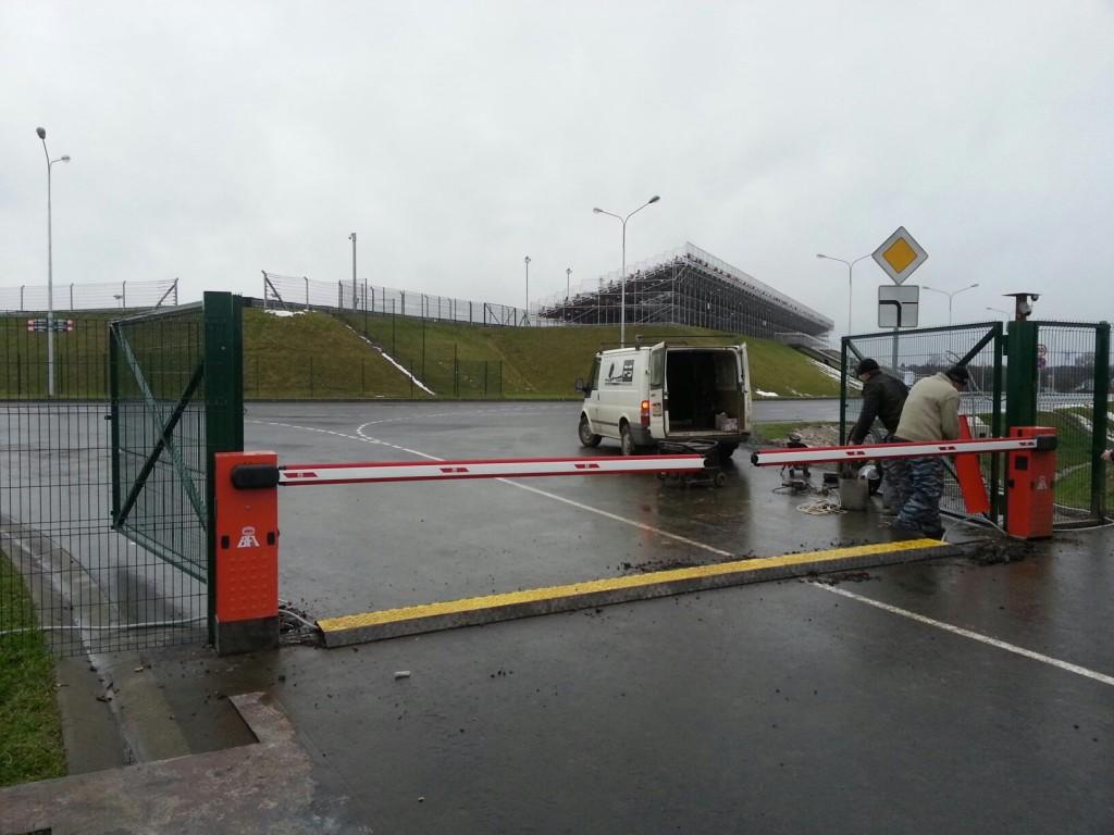 Шлагбаумы на трассе Moscow Raceway (3)